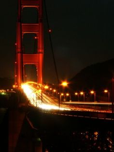Ponte Golden Gate, em São Francisco, Califórnia, USA. Vista noturna.