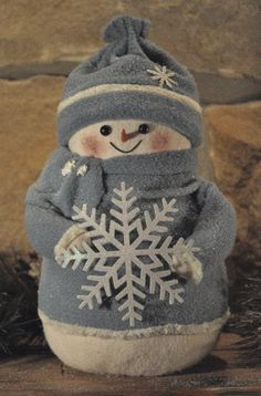 Snowman with snowflake - I have a snowman from this company and love it! (Winter Whimsey, perhaps? Blue Christmas, Christmas Snowman, All Things Christmas, Christmas Holidays, Christmas Decorations, Christmas Ornaments, Snowman Crafts, Christmas Projects, Holiday Crafts