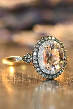 Oval engagement rings are elegant, modern and at the time for a full-on classic look. Look the post to find your own amazing oval cut ring! Oval Engagement, Morganite Engagement, Perfect Engagement Ring, Diamond Engagement Rings, Bridal Rings, Wedding Rings, Tiny Rings, Do It Yourself Fashion, Vintage Style Rings