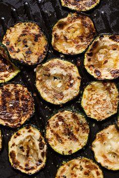 Wegan Nerd - Kuchnia roślinna : GRILLOWANA CUKINIA. TAKA PO PROSTU! Zucchini, Grilling, Recipies, Nerd, Vegan, Vegetables, Diet, Recipes, Crickets