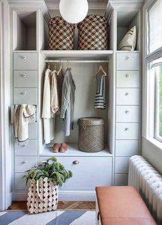 40 incredible small walk in closet ideas & makeovers 26 Bedroom Closet Storage, Bedroom Closet Design, Interior And Exterior, Interior Design, Simple Closet, Compact Living, Deco Design, Walk In Closet, Interior Inspiration