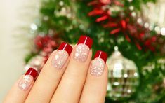 All you pretty chicks out there; you must be craving to learn about nail art designs. Nail art is one of the most upcoming fashion trends Christmas Nail Art Designs, Holiday Nail Art, Winter Nail Designs, Christmas Design, Christmas Manicure, Xmas Nails, Simple Christmas Nails, Polish Christmas, Painted Nail Art