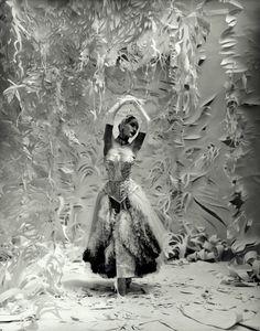 Paper-Dancer-Ballet-News Cecil Beaton? Belle Epoque, Tango, Vanity Fair, White Photography, Fashion Photography, Vintage Photography, Portrait Photography, Ballet Russe, Pin Up