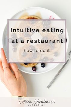 Learn how to practice intuitive eating at a restaurant so you can order whatever you want AND feel amazing! #intuitiveeating #nofoodrules #healthylifestyle #foodfreedom #edrecovery