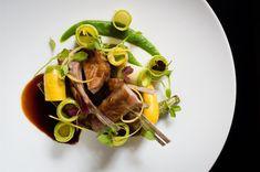 restaurant-lhotel-paris6-diner-chef-etoile-michelin-zigzag Restaurant Paris, Hotel Paris, Restaurants, Paris Food, Spinach, Vegetables, Black Pudding, Artichoke