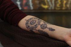 Tatuagem Filtro dos Sonhos | fineline no braço