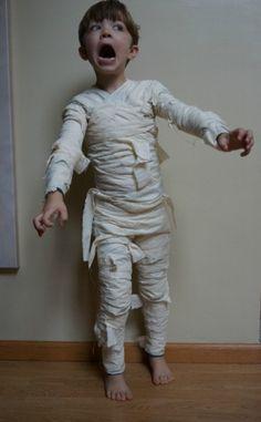 DIY Mummy. HAHA this kids face