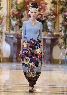 Sasha Luss at Dolce & Gabbana Alta Moda Spring/Summer Haute Couture Style, Couture Mode, Couture Fashion, Runway Fashion, Womens Fashion, Fashion Trends, Fashion Details, Love Fashion, High Fashion