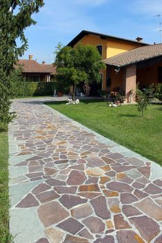Tyni House, Small Modern Kitchens, Acid Stained Concrete, Driveway Design, Brick Design, Front Door Design, Garden Paths, Furniture Projects, Pathways