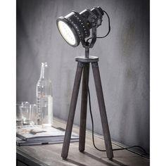 Enorm stoere tafellamp! Deze industriële lamp is gebaseerd op de look van een schijnwerper. De houten driepoot heeft een stoere betonlook. De metalen lampenkap geeft de bureaulamp een industriële uitstraling. Handzaam formaat wat leuk staat op een bureau of nachtkastje. De lampenkap is eenvoudig verstelbaar. Interior Design Living Room, Living Room Decor, Bedroom Decor, Tripod Lamp, Sustainable Design, Design Trends, Diy Home Decor, Table Lamp, Lighting