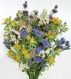 It's snowing outside.... I need some sunshine! Bring it inside with this Dried Happy Day Blue Flower Bouquet. These naturally dried flowers last forever unlike my daffodils that are freezing outside... DriedDecor.com #driedflowerbouquet #springdecor #farmhouselife