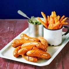 Porkkanatikut paistuvat ihanan makeiksi uunissa. Hauskat käpynakit valmistuvat helposti yhtäaikaa uunissa porkkanoiden kanssa.