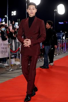 Which of Korea's Top Actor's Was Dressed the Best? | Koogle TV