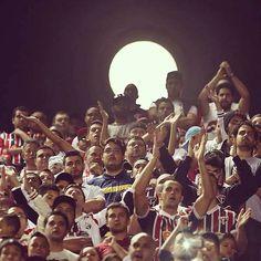 Bela foto do nosso fotógrafo oficial, Rubens Chiri! Obrigado, são-paulinos! E boa noite! #superlua #tonomorumbi Dia 10/08/2014 (Source: São Paulo FC on Facebook)