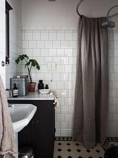 Home Decor Recibidor .Home Decor Recibidor Old Bathrooms, Dream Bathrooms, Small Bathroom, Bathrooms Decor, Bad Inspiration, Bathroom Inspiration, Home Decor Inspiration, Cheap Wall Decor, Cheap Home Decor