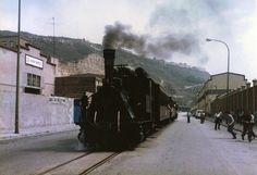 """Barcelona, passeig de Can Tunis 16.06.1985  Special train to Barcelona port, headed by steam locomotive 31 """"Berga"""" (MTM 1902), owned by AAFCB. (Image scanned from an original paper). Tren especial al puerto de Barcelona, encabezado por la locomotora de vapor 31 """"Berga"""", propiedad de la AAFCB.  Flickr: Intercambio de fotos"""