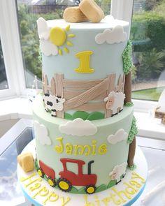 "𝕷𝖆𝖚𝖑𝖔 𝖈𝖆𝖐𝖊𝖘 on Instagram: ""#farming #cake #birthdaycake #birthday #happybirthday #cow #sheep #tractor #farmanimalscake #1stbirthday"" Barnyard Cake, Happy Birthday, Birthday Cake, Farm Animals, Tractor, Farming, Sheep, Cow, Cakes"