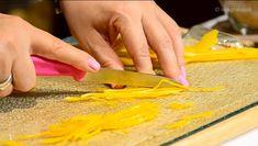 Πορτοκαλόπιτα αφράτη, ζουμερή, με πλούσια γεύση πορτοκαλιού | HuffPost Greece LIFE Plastic Cutting Board