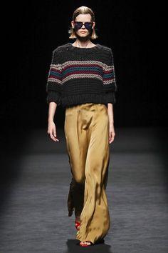 Juanjo Oliva Madrid Frühjahr/Sommer 2020 - Fashion Shows Vogue Fashion, Fashion 2020, 70s Fashion, Runway Fashion, Fashion Show, Womens Fashion, Fashion Design, Fashion Trends, Vogue Paris