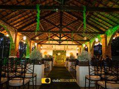 Casamento no campo, realizado em Piracicaba, no belo espaço Haras, com decoração do corredor com mosquitinhos, com o toque da Verde Total decorações