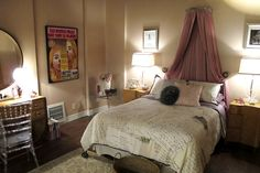 television decor - pretty little liars set decor