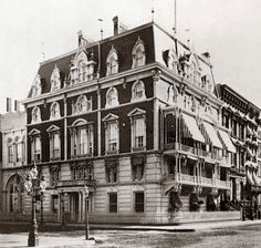 Jerome Mansion on East Street, New York, NY - Demolished - Where the Manhattan Cocktail was Invented at a Banquet Hosted by Jenny Jerome, Winston Churchill's Mother Mary Elizabeth, Winston Churchill, Cincinnati, Photo New York, American Mansions, Rome, A New York Minute, Academy Of Music, Houses