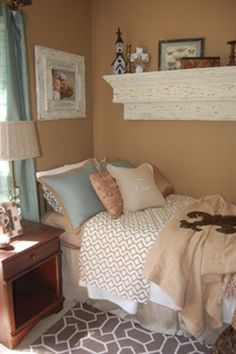this is exactly what I want to do with my study room.  Southern charm dorm room @ DIY House Remodel..