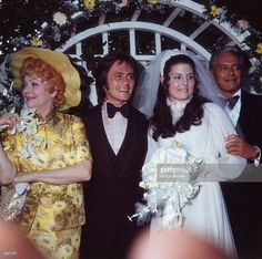 1971: American actors and comedians Lucille Ball (1911 - 1989) and her former husband, Cuban-born actor and bandleader Desi Arnaz (1917 - 1986), pose with their daughter, Lucie Arnaz, and her bridegroom, Phil Vandervort.