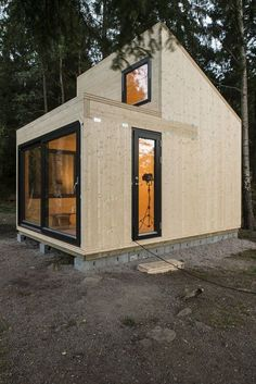 40 Beautiful Architecture Modern Small House Design Ideas - Page 21 of 48 Tiny House Cabin, Tiny House Living, Tiny House Design, Timber Cabin, Casas Containers, Little Houses, Tiny Houses, Small Spaces, Architecture Design