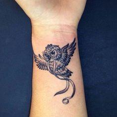 Wrist Tattoos For Women, Tattoo Designs For Women, Tattoos For Women Small, Small Tattoos, Cool Tattoos, Tatoos, Realistic Owl Tattoo, Cute Owl Tattoo, Tattoo Henna