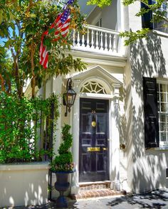 mnswick: Shadows on the Wall, Flag in the Tree (at Charleston, South Carolina) (via TumbleOn) Back Door Entrance, Front Door Entryway, Front Door Decor, Front Doors, House Entrance, Charleston Style, Charleston Homes, Southern Homes, Southern Charm
