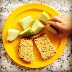 {NEW RECIPE} lovely lemon loaf x Find the recipe here: mylovelylittlelunchbox.com #mylovelylittlelunchbox #lunchbox #babyledweaning #blw #babyfood #toddlerfood #instafood #foodblog #yum #lemon #loaf #agave #wholemeal #macadamianutoil