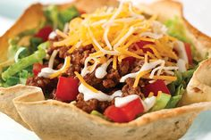 Begin the night with an easy taco salad recipe. A time-crunched night calls for a cheesy, meaty Weeknight Taco Salad Recipe in an easy-to-make edible bowl!