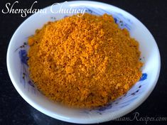 Maharashtrian shengdana chutney is very famous and is available in all houses in Maharashtra. Here is a simple, straight forward recipe to prepare this spicy and tasty dry peanut chutney powder. Vegan Gluten Free, Vegan Vegetarian, Easy Indian Recipes, Ethnic Recipes, Peanut Chutney, Maharashtrian Recipes, Red Chili Powder, Chutney Recipes, Indian Snacks
