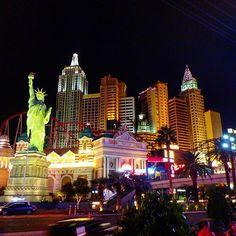 Instagram【ririetty】さんの写真をピンしています。 《in Las Vegas 💸 大自然から大都会に戻ってきた🌛 #lasvegas #ラスベガス #strip #nevada #夜景》