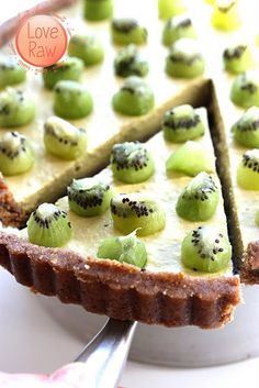 The Enzyme Pie (raw food) This is a delicious raw food pie with so much nutrition that you could eat it for lunch. You only need a food processor and a fridge to do this pie, and it is free from gluten, lactose, eggs, soy, animal products, sugar, additives and trans fats.