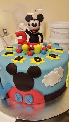 Mickey Mouse and his club house Daisy Cupcakes, Cupcake Cakes, Birthday Cake, Birthday Ideas, No Bake Cake, Baking, Desserts, Mickey Mouse, Club