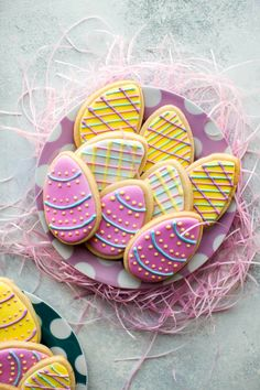 Let these decorated Easter egg sugar cookies inspire you for your Easter baking! Use my soft sugar cookie recipe and perfected royal icing for decorating. Easter Cookie Recipes, Easter Cookies, Fun Cookies, Holiday Cookies, Easter Biscuits, Cookies Et Biscuits, Custom Cookie Cutters, Custom Cookies, Personalized Cookies