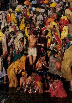 2fd372b5e India | Pushkar. Ajayin · kathmanudu · Nepalese women bathing in Bagmati  River ...