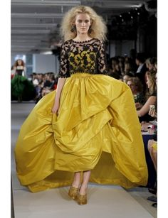 gorgeous gown, one day I will have somewhere to wear this #OscardelaRenta