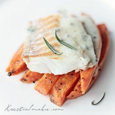Dorsz na batatach z sosem z gorgonzoli Gorgonzola Sauce, Halibut, Antipasto, Cod, Sweet Potato, Fries, Curry, Appetizers, Lunch