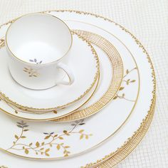 Coffee Candle, Dinner Plate Sets, China Patterns, Vintage China, Wedgwood, Fine China, Home Decor Inspiration, Ceramic Art, Decorative Items