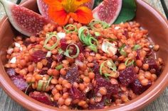 Rote-Linsen-Salat mit Roter Bete Red lentil salad with beetroot, a delicious recipe from the category INFORM recommendation. Red Lentil Salad, Lentil Salad Recipes, Easy Salad Recipes, Healthy Cooking, Healthy Dinner Recipes, Soup Recipes, Art Cafe, Beetroot, Food Inspiration