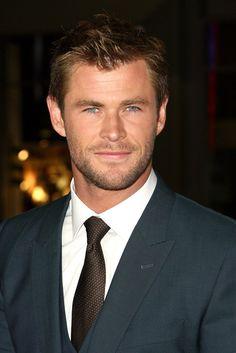Let's All Just Appreciate How Hot Chris Hemsworth Looks