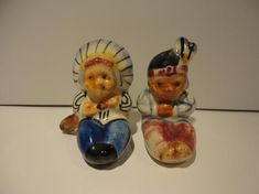 Vintage Native American Salt and Pepper Shakers made in Japan. They are approximately 2 1/4 tall and 1 1/2 wide and are in great condition. A very cute set Indian Ceramics, Avon Collectibles, Vintage Avon, Salt And Pepper, Blue Bird, Nativity, Native American, Stuffed Peppers, Japan