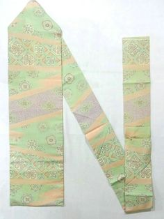 This is a vintage Nagoya obi with flower circle and 'Karakusa'(arabesque) patter on diagonal stripe pattern, which is dyed