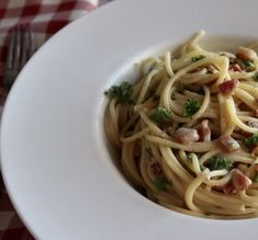 Spaghetti Carbonara made with pancetta, fresh eggs and real parmesan cheese tossed together to make a delicious creamy sauce Bacon Pasta, Sausage Pasta, Red Pepper Jelly, Creamy Pasta Dishes, Onion Bread, Baked Pasta Recipes, French Baguette, Baked Macaroni, Homemade Recipe