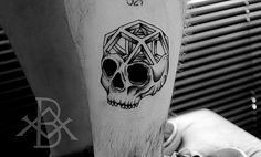 Tattoo Bruno Almeida blackwork caveira