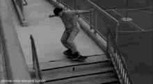 Bajada de escaleras en skate