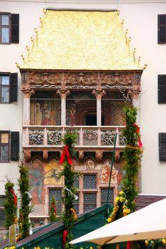 """2.657 golden shingles adorn the """"Golden Roof"""" in Innsbruck, Austria #austria #tirol #innsbruck  #goldenroof #sightseeing"""